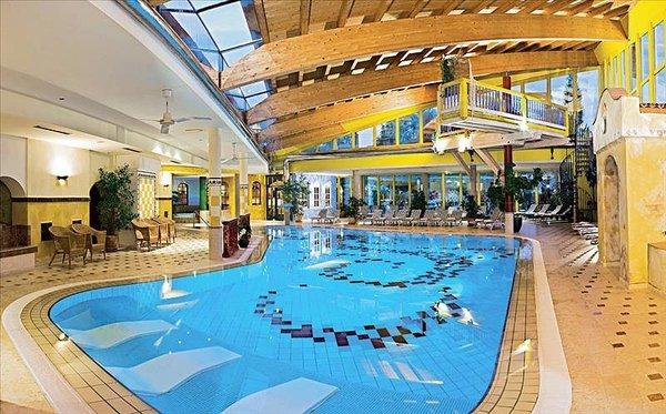 zwembad-hotel-kohlerhof-fa-frac14gen-wintersport-interlodge.jpg