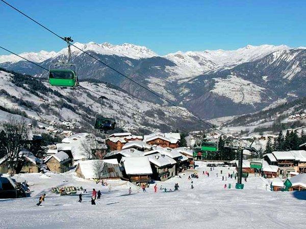 pisteafdaling-valmorel-le-grande-domaine-wintersport-franrijk-ski-snowboard-raquettes-schneeschuhlaufen-langlaufen-wandelen-interlodge.jpg
