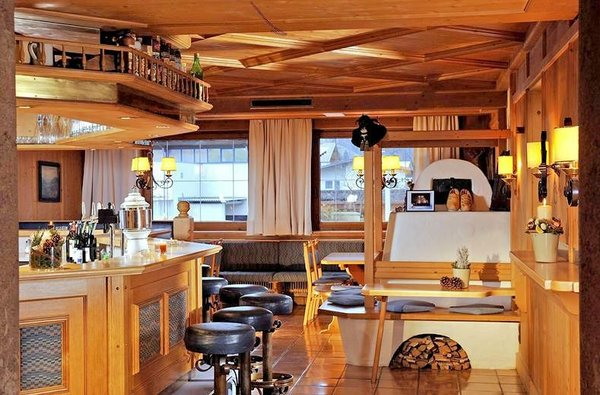 stube-hotel-malerhaus-fuegen-wintersport-interlodge.jpg
