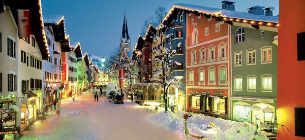 kitzbuehel-at-night-wintersport-oostenrijk-interlodge.jpg