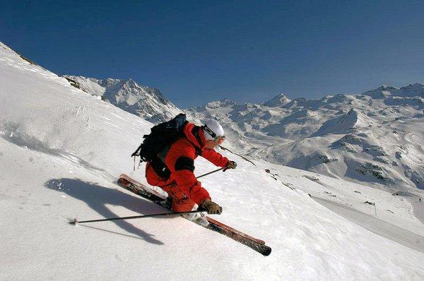 skier-grandes-rousses-wintersport-frankrijk-ski-snowboard-raquettes-langlaufen-wandelen-interlodge.jpg