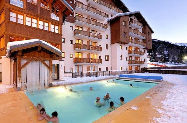 residence-la-turra-winter-zwembad-valfrejus-wintersport-frankrijk-interlodge