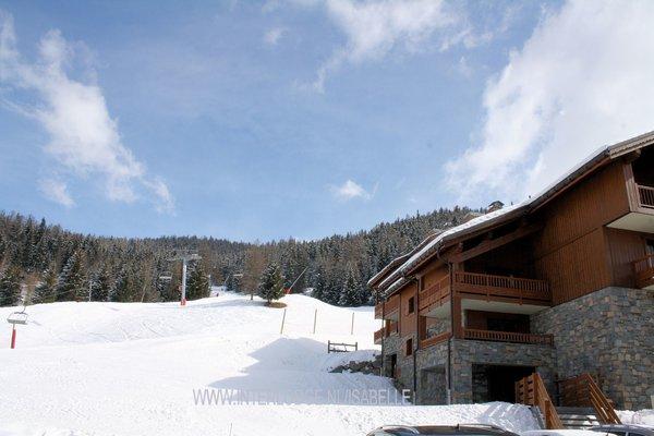 piste-naast-residence-l-oree-des-cimes-vallandry-paradiski-wintersport-frankrijk-ski-snowboard-raquettes-schneeschuhlaufen-langlaufen-wandelen-interlodge.jpg