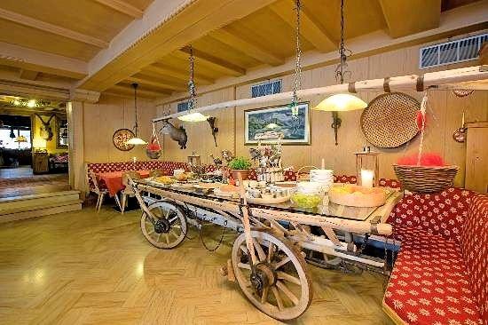 livigno-hotel-montanina-restaurant-wintersport-italie-ski-snowboard-raquettes-schneeschuhlaufen-langlaufen-wandelen-interlodge.jpg