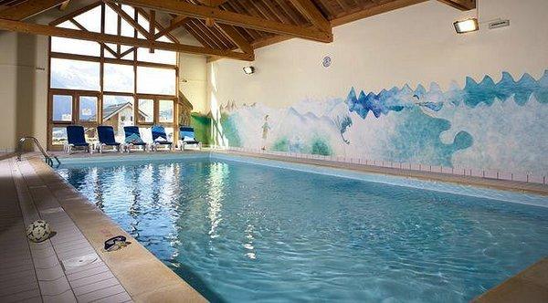 zwembad-residence-la-fontaine-du-roi-st-jean-d-arves-wintersport-frankrijk-ski-snowboard-langlauf-wandelen-interlodge.jpg