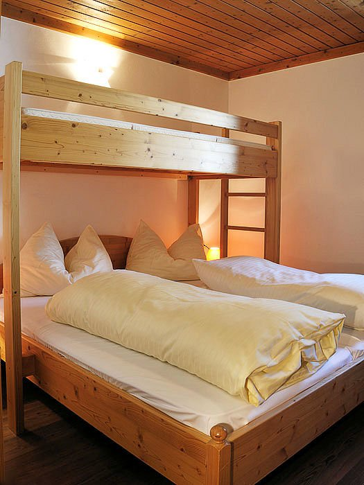 interieur-ast-n-hutten-slaapkamer-5-kamer-zillertal-arena-wintersport-oostenrijk-ski-snowboard-raquettes-scneeschuhlaufen-langlaufen-wandelen-interlodge.jpg