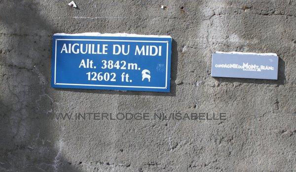 op-de-aiguille-du-midi-pays-du-mont-blanc-wintersport-frankrijk-ski-snowboard-raquettes-langlaufen-wandelen-interlodge.jpg