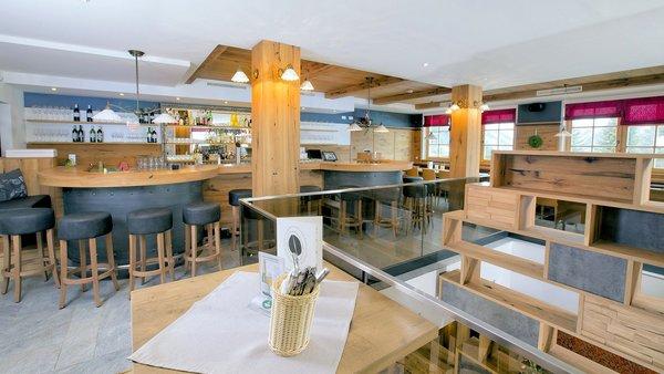 der-konigsleitner-bar-konigsleiten-zillertal-arena-wintersport-oostenrijk-interlodge