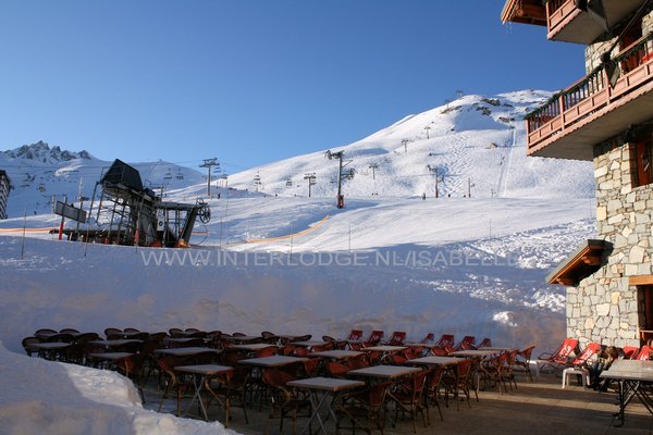 terras-piste-residence-montana-planton-tignes-le-lac-espace-killy-frankrijk-wintersport-ski-snowboard-raquettes-schneeschuhlaufen-langlaufen-wandelen-interlodge.jpg