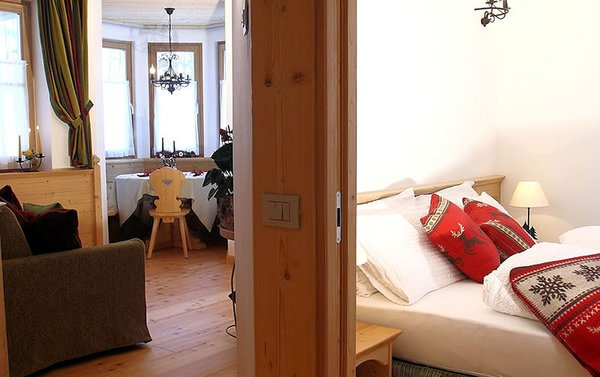 apartments-sol-e-nef-sottoguda-slaap-en-woonkamer-wintersport-italie-ski-snowboard-raquettes-schneeschuhlaufen-langlaufen-wandelen-interlodge.jpg