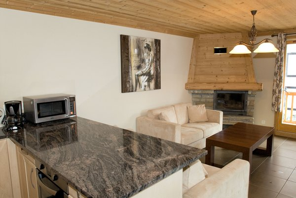 residence-le-sabot-de-venus-appartement-keuken-en-open-haard-val-thorens-les-trois-vallees-interlodge.jpg
