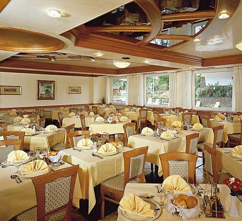 hotel-nele-restaurant-ziano-wintersport-italie-ski-snowboard-raquette-schneeschuhlaufen-langlaufen-wandelen-interlodge.jpg