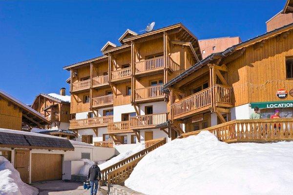 buitenzijde-le-hameau-du-soleil-chalets-montagnettes-val-thorens-les-trois-vallees-wintersport-frankrijk-ski-snowboard-raquettes-langlaufen-wandelen-interlodge.jpg