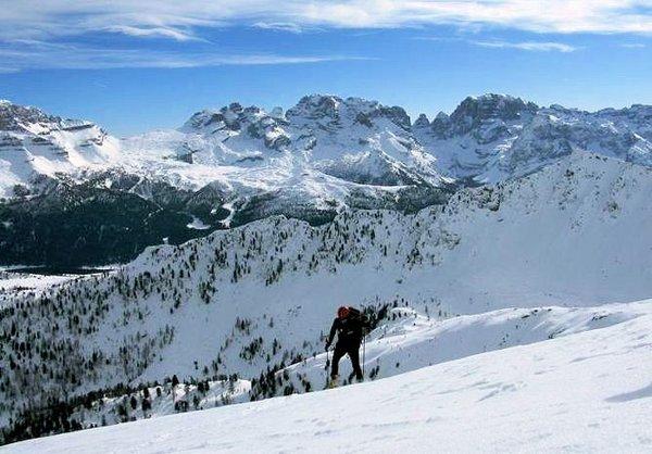 wandelen-raquettes-skirama-dolomiti-wintersport-italie-ski-snowboard-raquette-schneeschuhlaufen-langlaufen-wandelen-interlodge.jpg