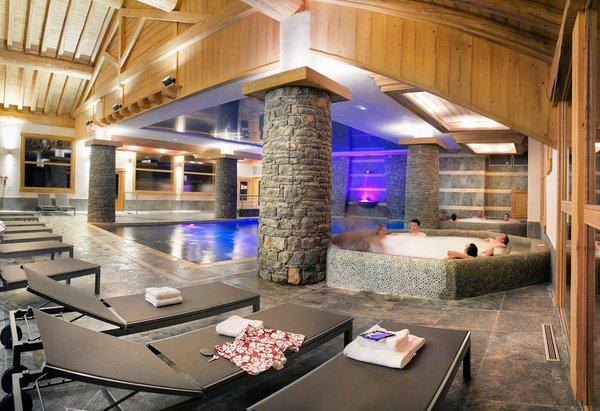 zwembad-residence-les-granges-du-soleil-plagne-soleil-wintersport-frankrijk-ski-snowboard-raquettes-schneeschuhlaufen-langlaufen-wandelen-interlodge.jpg
