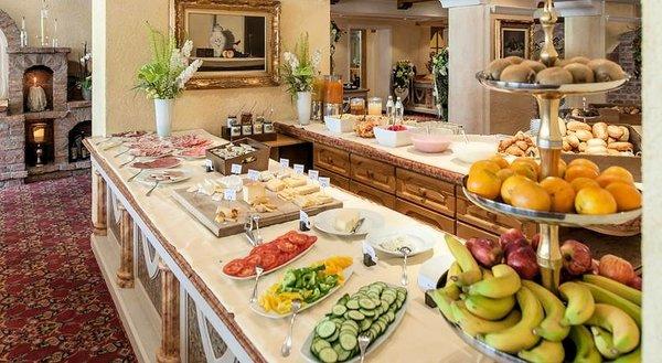 ontbijtbar-hotel-regina-solden-otztal-wintersport-interlodge.jpg
