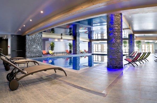 zwembad-residence-le-cristal-de-l-alpe-alpe-d-huez-grandes-rousses-interlodge.jpg