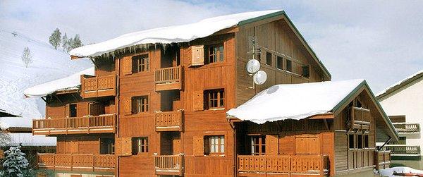 buitenzijde-residence-alpina-lodge-les-deux-alpes-wintersport-frankrijk-ski-snowboard-raquettes-schneeschuhlaufen-langlaufen-wandelen-interlodge.jpg