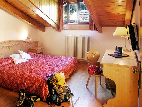 kamer-hotel-caminetto-folgarida-skirama-dolomiti-wintersport-italie-ski-snowboard-raquettes-schneeschuhlaufen-langlaufen-wandelen-interlodge.jpg