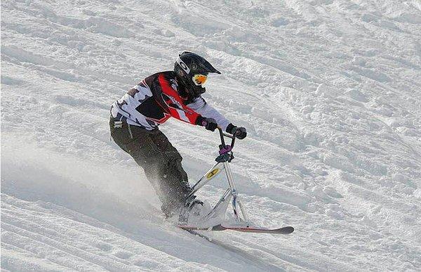 chamrousse-snowscooter-frankrijk-wintersport-ski-snowboard-raquette-schneeschuhlaufen-langlaufen-wandelen-interlodge.jpg