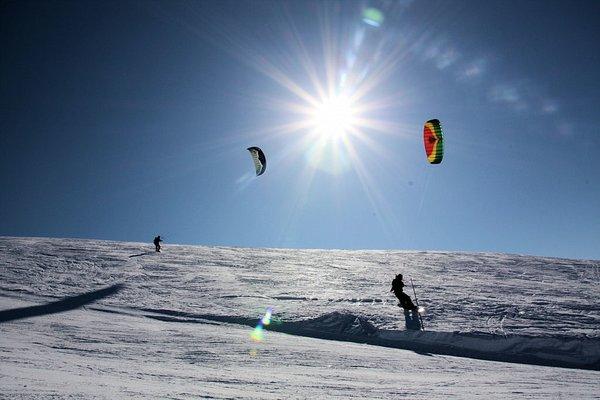 snowkite-devoluy-la-joue-du-loup-wintersport-frankrijk-ski-snowboard-raquettes-schneeschuhlaufen-langlaufen-wandelen-interlodge.jpg