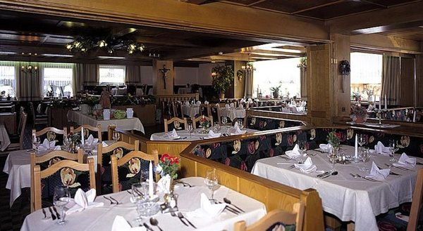 restaurant-hotel-almhof-lackner-ried-im-zillertal-wintersport-interlodge.jpg