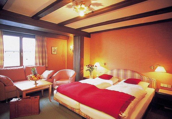 hotel-elisabeth-slaapkamer-oostenrijk-wintersport-ski-snowboard-raquettes-schneeschuhlaufen-langlaufen-wandelen-interlodge.jpg