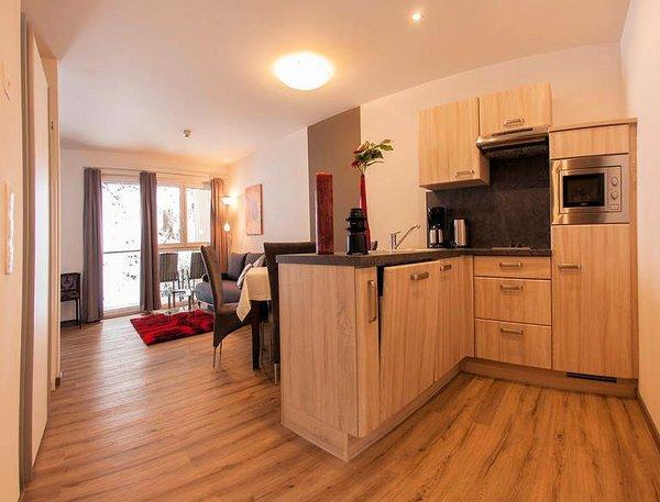 keuken-appartement-lorivita-residenz-saalbach-skicircus-hinterglemm-wintersport-oostenrijk-interlodge