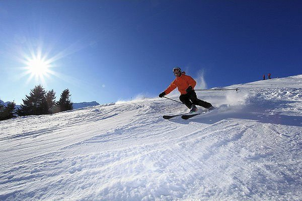 skier-skirama-dolomiti-folgarida-madonna-di-campiglio-dimaro-mezzana-marilleva-wintersport-italie-interlodge.jpg