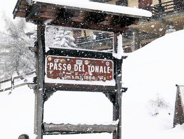 cartello-passo-tonale-skirama-dolomiti-wintersport-italie-interlodge
