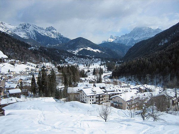 dorp-falcade-dolomiti-superski-italie-wintersport-ski-snowboard-raquettes-schneeschuhlaufen-langlaufen-wandelen-interlodge.jpg