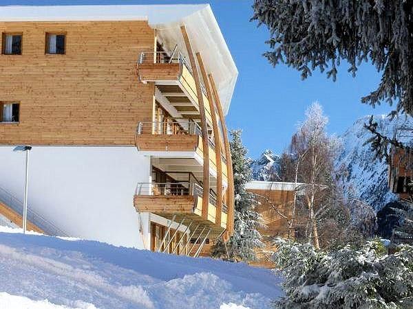 buitenzijde-residence-le-domaine-de-l-arselles-chamrousse-wintersport-frankrijk-ski-snowboard-raquettes-schneeschuhlaufen-langlaufen-wandelen-interlodge.jpg