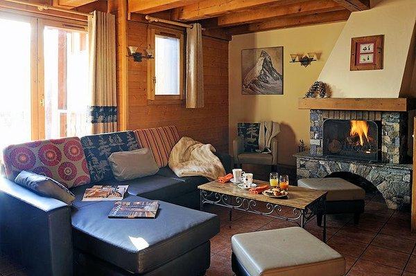 woonkamer-le-hameau-du-soleil-chalets-montagnettes-val-thorens-les-trois-vallees-wintersport-frankrijk-ski-snowboard-raquettes-langlaufen-wandelen-interlodge.jpg