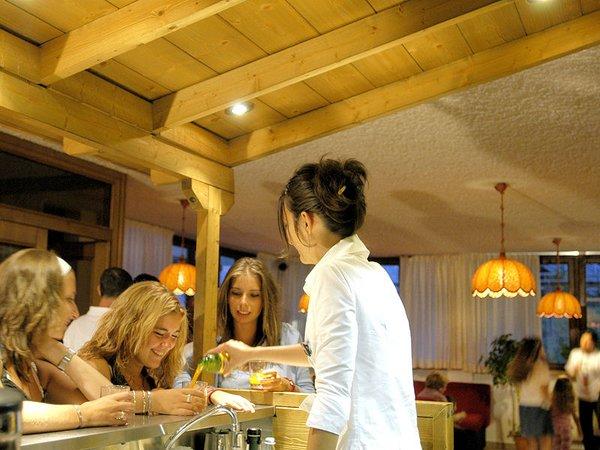 hotel-alaska-lounge-en-bar-folgarida-skirama-dolomiti-wintersport-italie-ski-snowboard-raquettes-schneeschuhlaufen-langlaufen-wandelen-interlodge.jpg