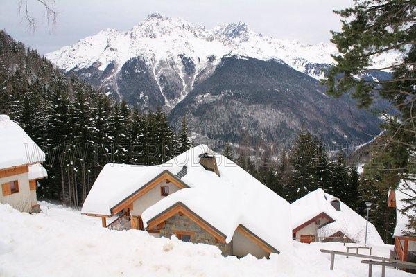 uitzicht-chalets-clos-du-pre-oz-en-oisans-grandes-rousses-frankrijk-wintersport-ski-snowboard-raquettes-schneeschuhlaufen-langlaufen-wandelen-interlodge.jpg