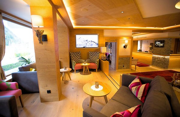 receptie-hotel-st-george-mayrhofen-hochzillertal-wintersport-oostenrijk-interlodge.jpg
