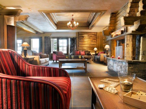 residence-les-granges-du-soleil-receptie-open-haard-plagne-soleil-wintersport-frankrijk-ski-snowboard-raquettes-schneeschuhlaufen-langlaufen-wandelen-interlodge.jpg