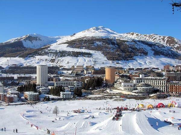 centrum-sestriere-via-lattea-italie-wintersport-ski-snowboard-raquettes-schneeschuhlaufen-langlaufen-wandelen-interlodge.jpg