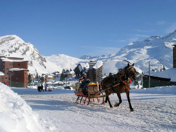 slee-avoriaz-les-portes-du-soleil-frankrijk-wintersport-vakantie-ski-snowboard-raquette-schneeschuhlaufen-langlaufen-wandelen-interlodge.jpg