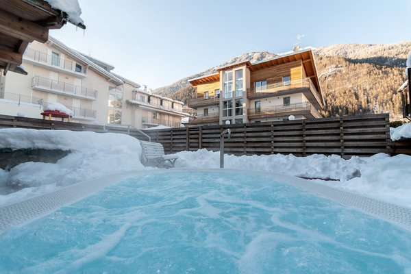 jacuzzi-albergo-dimaro-wintersport-italie-interlodge