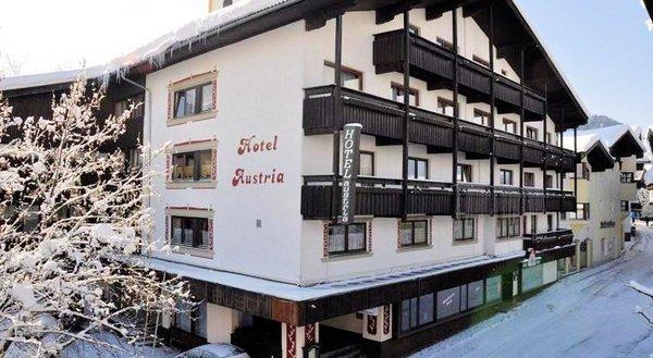 buitenkant-hotel-austria-soll-am-wilden-kaiser-wintersport-interlodge.jpg