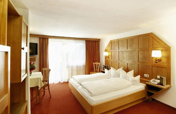 kamer-hotel-tirolerhof-st-anton-wintersport-interlodge.jpg