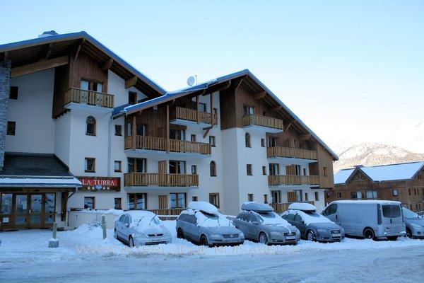 voorkant-residence-la-turra-valfrejus-frankrijk-wintersport-ski-snowboard-raquettes-schneeschuhlaufen-langlaufen-wandelen-interlodge.jpg