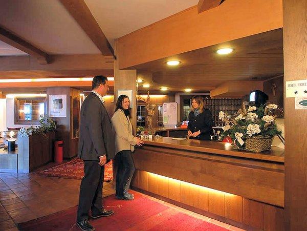 receptie-hotel-portavescovo-arabba-dolomiti-superski-wintersport-italie-ski-snowboard-raquettes-schneeschuhlaufen-langlaufen-wandelen-interlodge.jpg