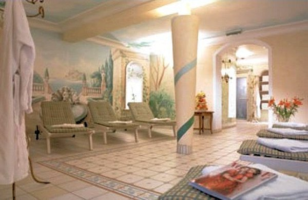 hotel-elisabeth-ontspaningsruimte-oostenrijk-wintersport-ski-snowboard-raquettes-schneeschuhlaufen-langlaufen-wandelen-interlodge.jpg