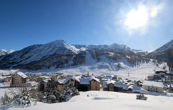 bestemming-montgenevre-via-lattea-wintersport-frankrijk-ski-snowboard-raquettes-schneeschuhlaufen-langlaufen-wandelen-interlodge.jpg