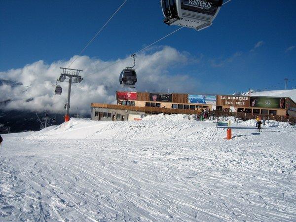 pisterestaurant-valfrejus-frankrijk-skigebied-wintersport-ski-snowboard-raquettes-schneeschuhlaufen-langlaufen-wandelen-interlodge.jpg