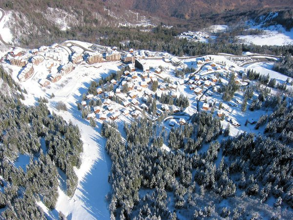 dorp-en-chalets-la-tania-les-trois-vallees-wintersport-frankrijk-ski-snowboard-raquettes-langlaufen-wandelen-interlodge.jpg