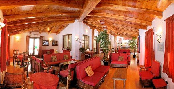 hotel-banchetta-bar-sestriere-borgata-via-lattea-wintersport-italie-ski-snowboard-raquetes-schneeschuhlaufen-wandelen-langlaufen-interlodge.jpg
