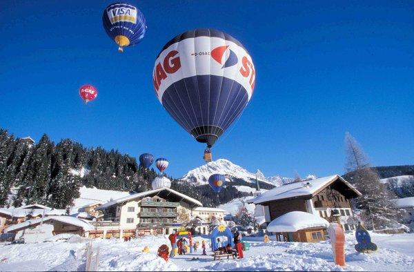 winterballonnen-salzburger-sportwelt-amade-wintersport-oostenrijk-ski-snowboard-raquettes-schneeschuhlaufen-langlaufen-wandelen-interlodge.jpg